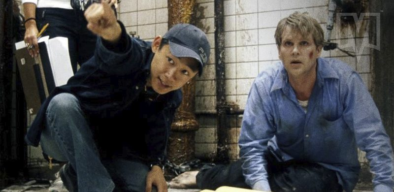 James Wan e Cary Elwes no set de Jogos Mortais