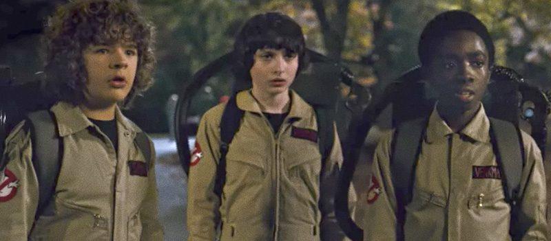 Crianças de Stranger Things vestidas de Ghostbusters